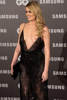 Adriana Abenia et son accident de robe aux GQ awards