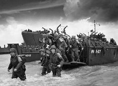 AMERICAN SOLDIERS APPROACHING NORMANDY BEACH ON D-DAY ON JUNE 6, 1944