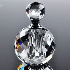 H&D Clear Round Luxury Refillable Parfum Women Perfume Bottles Empty Container Vintage Crystal Cut Glass Wholesale Crystal Perfume Bottles, Perfume Atomizer, Antique Perfume Bottles, Vintage Perfume Bottles, Perfumes Vintage, Empty Glass Bottles, Hand Blown Glass, Glass Art, Dekoration