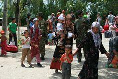 Het leger en Oezbeekse ontheemden.