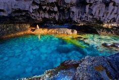 El Hierro, Charco Azul.  Dos piscinas naturales en una pequeña gruta submarina.
