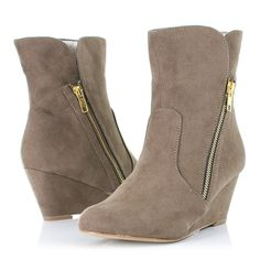 Womens Low Wedge Heel Ankle Boots, Gold Zip SIZE 3-8: Amazon.co.uk: Shoes & Accessories £15 Wedge Ankle Boots, Wedge Heels, Bootie Boots, Shoe Boots, Fashion Shoes, Fashion Accessories, Fashion Beauty, Wedges, Booty