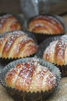 Lurbullar | Bakverk och Fikastunder No Bake Treats, No Bake Desserts, Delicious Desserts, Dessert Recipes, Yummy Food, Baking Recipes, Cookie Recipes, Coffee Bread, Pause Café