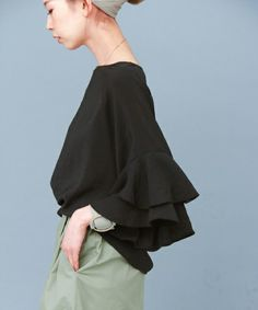 KBF(ケイビーエフ)の「KBF ラッフルスリーブプルオーバー(Tシャツ/カットソー)」|ブラック