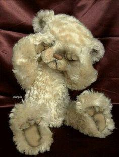 Long Long Ago Collectibles by Teddy Bear Artist Pat Youderin. So cute! Tatty Teddy, My Teddy Bear, Cute Teddy Bears, Stuffed Animals, Calin Gif, Charlie Bears, Cat Dog, Boyds Bears, Love Bear