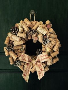 Christmas wreath cork Wine garland ideas Shabby chic home Made - merry christmas. Christmas wreath cork Wine garland ideas Shabby chic home Made - merry christmas. Weihnachtskranzkorken Weingirlandenideen Shabby Chic Home Made - Frohe ideas For Kids Wine Cork Wreath, Wine Cork Art, Cork Garland, Wine Corks, Wine Craft, Wine Cork Crafts, Diy Christmas Decorations, Holiday Crafts, Christmas Centerpieces