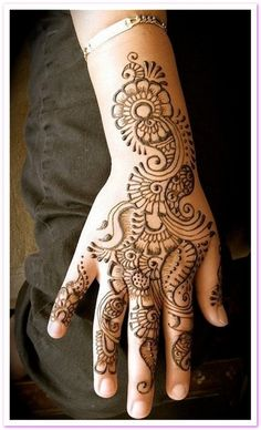 Looks really cool but 2 fancy #henna #indian #flowertattoo