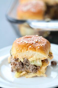 These Big Mac Sliders are made with ground beef, special sauce, cheese, pickles, and onions on buttery sesame seed rolls. Healthy Menu Plan, Homemade Big Mac, Slider Recipes, Sandwich Recipes, Sandwich Bar, Sandwich Ideas, Mac Recipe, Recipe Box, Little Mac