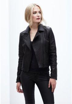 Danier Becka leather biker #danier #danierleather #fallfashion #allblack #leather #leatherjacket #biker