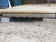 Reduce, Reuse, Renewed: Redneck Pallet Deck Pallet Racking Corner Protectors Will Protect Pallet rac Pallet Patio Decks, Diy Deck, Pallets Garden, Backyard Fences, Diy Patio, Wood Pallets, Diy House Projects, Backyard Projects, Pallet Projects