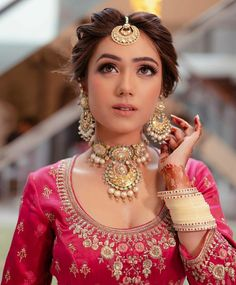 51 Most Beautiful Indian Bridal Makeup Looks and Clothing Ideas - Dulhan Images - AwesomeLifestyleFashion Bridal Hairstyle Indian Wedding, Indian Wedding Makeup, Bridal Hair Buns, Indian Bridal Hairstyles, Indian Bridal Fashion, Desi Wedding, Wedding Hijab, Wedding Dresses, Wedding Ideas