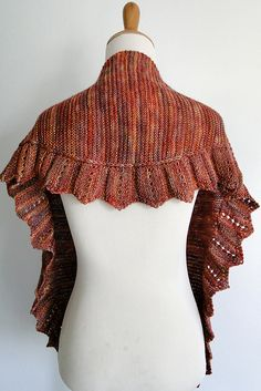 Another pretty shawl Shawl Patterns, Knitting Patterns, Crochet Patterns, Knit Cowl, Knitted Shawls, Knitted Scarves, Ravelry, Sport Weight Yarn, How To Purl Knit