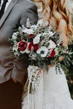 Bohiemian fall wedding inspiration | Macrame Bouquet by TheLittleAvocado.com | Wedding & Party Ideas | 100 Layer Cake