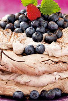"Lyt til vores podcast-serie ""Kloge koner"" Sweets Cake, Cookie Desserts, Cookie Recipes, Meringue Pavlova, Cake Bites, Cream Pie, Love Cake, Coffee Cake, Yummy Cakes"