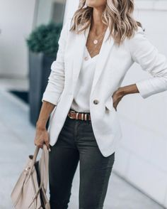 40 Outstanding Casual Outfits To Fall In Love With: Casual outfits for spring & fall to get inspired by! If you're looking for causal outfit inspiration, casual everyday outfits and fashion ideas, these 40 beautiful outfits. Cute Blazer Outfits, Casual Chic Outfits, Business Casual Outfits, Outfits With Hats, Mode Outfits, Office Outfits, Teen Outfits, Black Outfits, Outfits With White Blazer