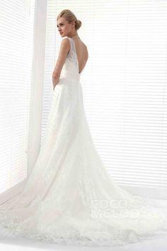 Chic A-Line V-Neck Chapel Train Tulle Wedding Dress Alb12290 #weddingdress2016 #cocomelody
