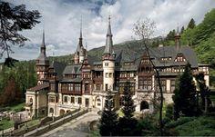Peles. Romanian Castles, Peles Castle, Castle House, Beautiful Castles, Palaces, Sims 4, Buildings, Victorian, Houses