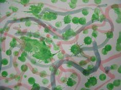 J'avais présenté ce travail avec des feutres et des gommettes. Ici avec de la peinture en crayons (comme des gros crayons avec un tampon applicateur rond au bout). Les ronds verts représentent les arbres. Le petit chaperon rouge et le loup se promènent...