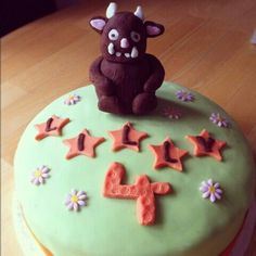 One of my first cakes. Gruffalo design..