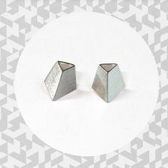 Tiistai-korusarjan hopeiset geometriset korvakorut. Hopeaa kiiltävä- tai mattapintaisena. Cufflinks, Stud Earrings, Accessories, Jewelry, Jewlery, Jewerly, Stud Earring, Schmuck, Jewels
