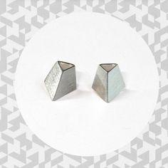 Tiistai-korusarjan hopeiset geometrisetkorvakorut.Hopeaa kiiltävä- tai mattapintaisena. Cufflinks, Stud Earrings, Accessories, Jewelry, Jewlery, Jewerly, Stud Earring, Schmuck, Jewels