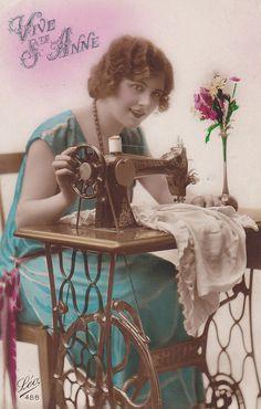 1920's Singer Sewing Machine - Tinted Postcard - Postally used in 1928, Belgium