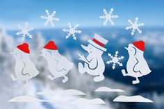 Auf diesem Fenstertattoo stapfen Pinguine und Schneemann durch den Schnee. Das Fenstertattoo sorgt für gemütliche Stimmung in der Wohnung und ist schnell gemacht.<br /> © Christophorus Verlag