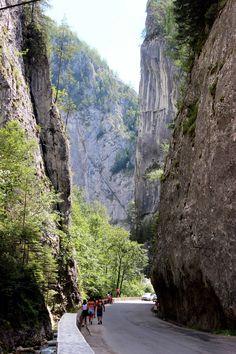 Cheile Bicazului Visit Romania, Turism Romania, Romania Travel, The Beautiful Country, Beautiful Places, Places Around The World, Around The Worlds, Republic Of Macedonia, Transylvania Romania