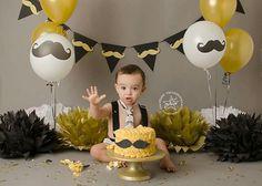 Mustache cake smash