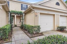 Looking for an amazing townhouse in Brandon, FL? We've got you covered! Wesley Chapel Florida, Us Real Estate, Real Estate Investor, Commercial Real Estate, Central Florida, Finding A House, Tampa Bay, Home Buying, Townhouse