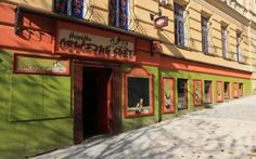 OBYČEJNÝ SVĚT: A Traditional Czech Pub in Vinohrady in #Prague. Eat with locals and enjoy a great beer!  #CzechPragueOut