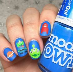 """WEBSTA @hannah_nails_it """"The claaawww!"""" 💚👽🍕🚀 Happy Saturday loves! Today I'm sharing this pixelated-effect Toy Story design with you! Got the idea from some Disney Parks merchandise I saw on IG recently. I've painted my fair share of Toy Story manis, this one is a little different!"""