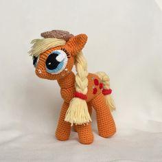Ещё одна #литлпони - Эпплджек (Applejack) Она живет с семьёй на небольшой ферме «Яблочная аллея» где выращивают ароматные яблочки и пекут яблочные сладости. ~~~~~~~~~~~~~~~~~~~~~~~~~~~~~~~~~~~~ связана на заказ ~~~~~~~~~~~~~~~~~~~~~~~~~~~~~~~~~~~~ #амигуруми #ручнаяработа #свяжуназаказ #свяжудлявас #хэндмейд #вязанаяигрушка #крючком #игрушка #amigurumi #крючкомназаказ #назаказ #купить #handmade #назаказ #foryou #madewithlove #сделанослюбовью #crochet #люблювязать #knitting #weaniguru…