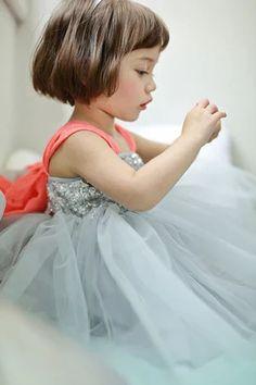 ルエルサ袖なしワンピース Baby Kind, Flower Girls, Baby Flower, Kid Styles, Beautiful Children, Precious Children, Beautiful Babies, Tulle Dress, Elsa Dress