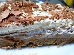 This version of a Hummingbird cake is so easy and extra moist from a layer of sweet, creamy sauce. This cake makes a beautiful spring dessert. Easy Delicious Recipes, Best Dessert Recipes, Sweet Desserts, Sweet Recipes, Delicious Desserts, Cake Recipes, Amazing Recipes, One Layer Cakes, Poke Cakes