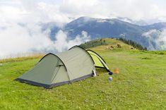 Karimaty są idealne nie tylko do treningów ale także świetnie odseparowują nas od podłoża. Zawsze warto z nich korzystać podczas spania w namiocie. Tunnel Tent, Tent Camping, Outdoor Gear, Image Link, Green, Sports, Nature, Hs Sports, Outdoor Camping