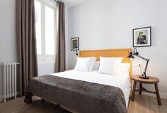 Post: Aires de New York en un piso de Malasaña, Madrid --> art deco, arte abstracto, blog decoración nórdica, cabecero capitoné, estilo americano, estilo minimalista, mármol y metal, pisos de vacaciones, sillas tapizadas, airbnb