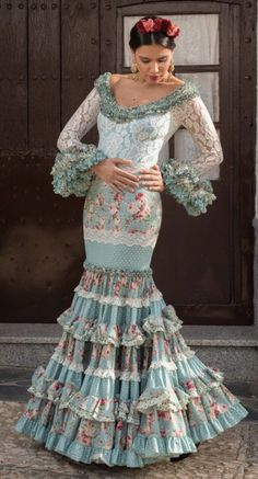 Trajes de flamenca Fashion Art, Boho Fashion, Womens Fashion, Costumes Around The World, Trumpet Skirt, Red Carpet Gowns, Western Wear, Cool Outfits, How To Wear