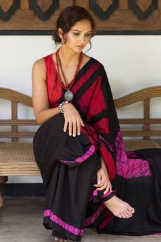 Cotton saree with blouse battick Print sarees Designer Sarees Collection, Saree Collection, Indian Attire, Indian Ethnic Wear, Ethnic Fashion, Indian Fashion, Women's Fashion, Fashion Trends, Indian Dresses