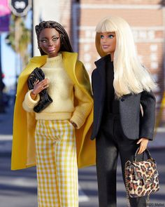 Looking for Collectible Barbie Dolls? Shop the best assortment of rare Barbie dolls and accessories for collectors right now at the official Barbie website! Barbie Hair, Barbie Life, Barbie Gowns, Hello Barbie, Barbie Website, Barbie Fashionista Dolls, 70s Outfits, Vintage Barbie Clothes, Beautiful Barbie Dolls