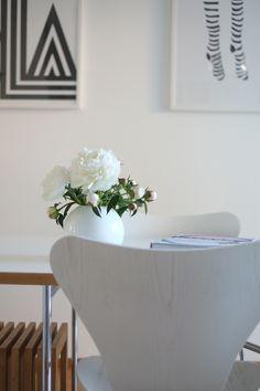 Wunderschöne Pfingstrosen in unserem Esszimmer! Und was mir sonst im Juni gute Laune macht erzähle ich euch auf dem Blog!