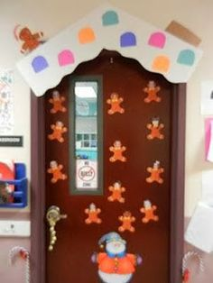 Cute Christmas Door for work? Christmas Cubicle Decorations, School Door Decorations, Dorm Decorations, Christmas Themes, Christmas Crafts, Christmas Jokes, Cheap Christmas, Christmas Outfits, Christmas Recipes