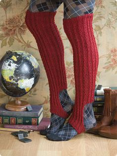 Tilli Tomas Twist Stirrup Boot Sock - free pattern on Vogue Knitting. Socks without the added bulk that doesn't always fit into your boots Crochet Boots, Knit Boots, Crochet Clothes, Diy Clothes, Knit Crochet, Vogue Knitting, Loom Knitting, Knitting Socks, Knitting Patterns