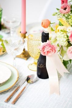 Every bride deserves a day to be showered by her best friends, a day to have a great time with girls and celebrate her becoming a Mrs. Having such party soon? Take a look at this sweet and lovely spring bridal shower ideas to get inspired.
