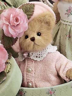 This is Ashlyn from Bearington Bears. She was introduced in spring 2006 and retired in 2007.