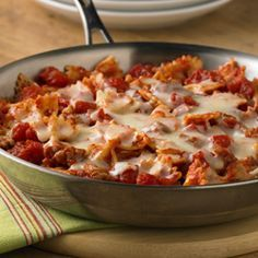 Delicious and easy? There's nothing better! Try this recipe for our Easy Skillet Lasagna to satisfy everyone at the table.
