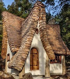 On Canada's Vancouver Island you will find a beautiful example of storybook architecture, a woodland fairytale house by the water's edge created by Timothy Lindberg and musician Daniel Huscroft. Storybook Homes, Storybook Cottage, Fairytale Cottage, Garden Cottage, Cute Cottage, Natural Homes, Unusual Homes, Cabins And Cottages, Log Cabins