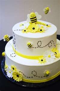 Check out this bee cake! It would be perfect for Marketing 2 Go's next party!