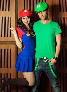Check Out 17 Cute Halloween Costume Ideas. Halloween is just a few days away and we all are searching for Halloween costume ideas. Mario Cosplay, Mario And Luigi Costume, Super Mario And Luigi, Super Mario Costumes, Costume Ange, Cute Couple Halloween Costumes, Halloween Outfits, Luigi Halloween Costume, Hot Couple Costumes
