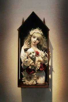 Amazing handmade dolls by Doll artist Mari Shimizu Beautiful Dark Art, Beautiful Dolls, Arte Lowbrow, Scary Dolls, Gothic Dolls, Bizarre, Unusual Art, Ball Jointed Dolls, Box Art